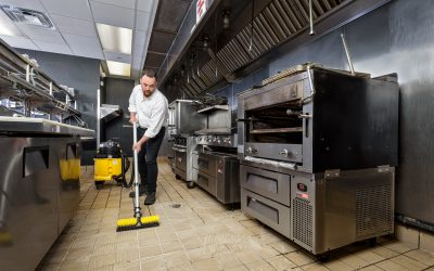 UniVac – Kitchen Floor – Vacuuming 155c