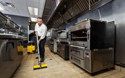 UniVac – Kitchen Floor – Vacuuming 156c